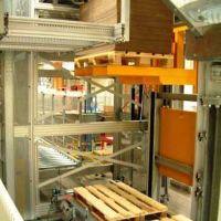 Vertical pallet conveyor / Paletten Etagenlift 04